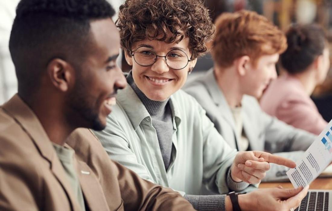 Avoir une relation amoureuse au travail : comment faire ?